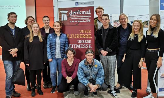 """Gruppenfoto der Teilnehmer am Wahlfach """"Denkmalpflege aktuell"""" im WS2018/19"""