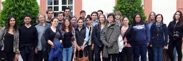 Gruppenfoto der Exkursionsteilnehmer im Schlosspark Biebrich/Wiesbaden